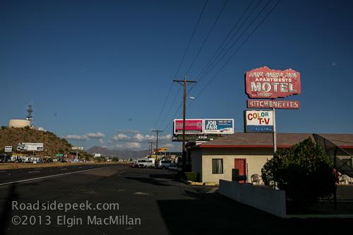 Roadside peek other roadside motels arizona 10 for Red mountain motors mesa az